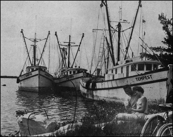 2015-0211-SwampysFlorida-Fort-Myers-Shrimp-Trawlers